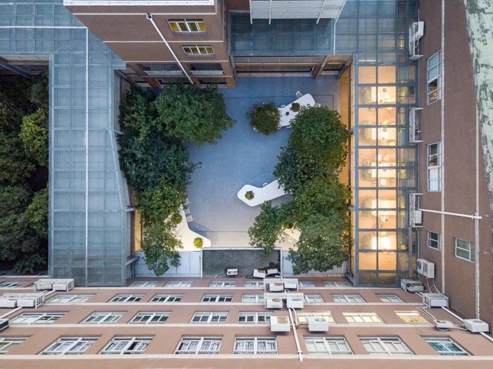 最受欢迎的非正式学习空间 - 树桌花园1.webp.jpg