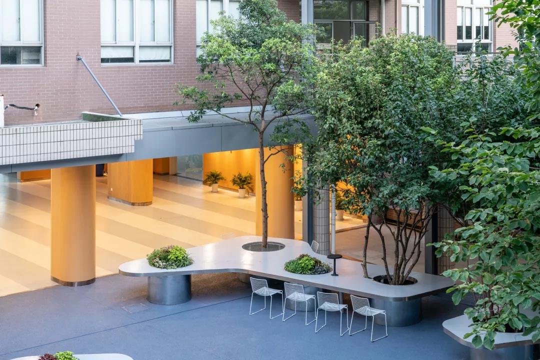 最受欢迎的非正式学习空间 - 树桌花园4.webp.jpg