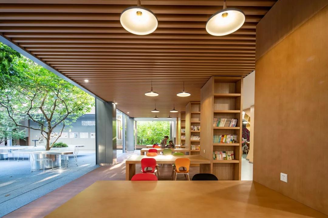 最受欢迎的非正式学习空间 - 树桌花园84.webp.jpg